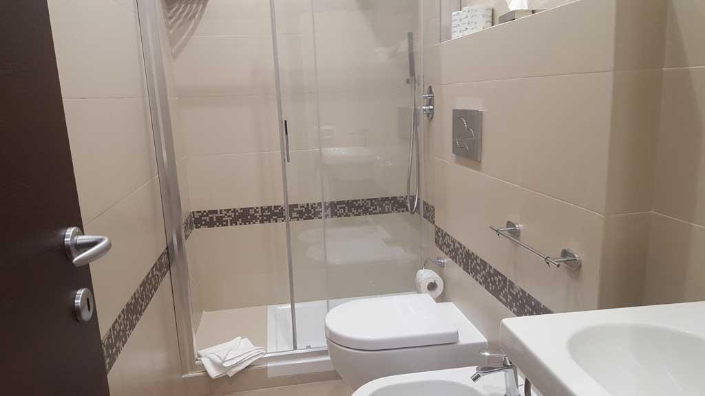 Bagno-Camera-con-bagno-esterno_resize